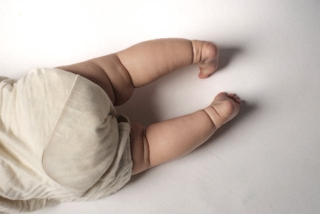 赤ちゃんのおしりと脚